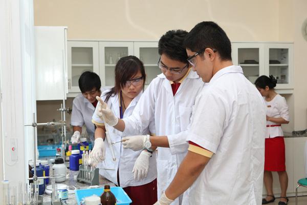 Ứng dụng của nước cất trong phòng thí nghiệm
